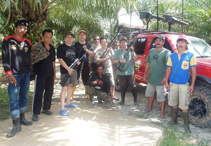 Para hunter dan kru foto bersama sebelum  berangkat ke medan perburuan.