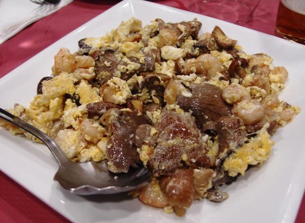 Oseng-oseng jamur campur telur ala Spanyol.