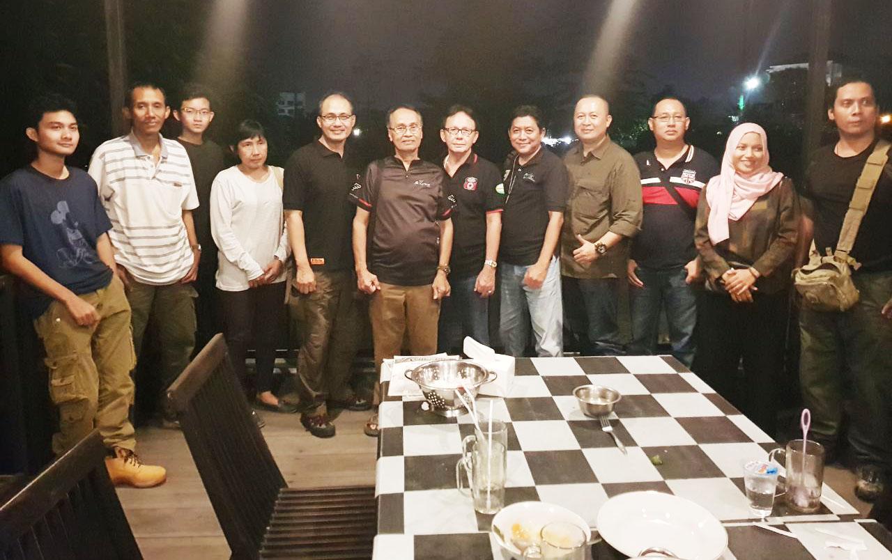 Malam ramah tamah, peserta Baksos-Safari Berburu NTB 2017 dengan Pengawas Pelaksanaan dari PB Perbakin Pusat Jakarta, Frans Pesch dan Agung Prabowo.