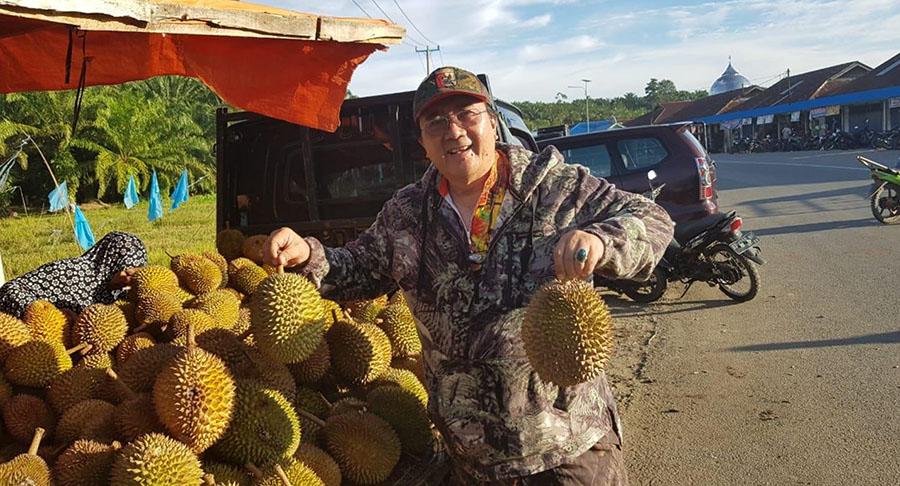 Musim durian di Bengkulu, menambah gairah aktivitas perburuan kami.